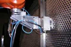 Automatización para la prueba de helio. Los tubos se expansionan y se sueldan a la placa tubo para ser testados con helio. Conseguir automatizar el proceso hace que la operación (antes tres semanas), se haga en tres días con una fiabilidad del 100%.