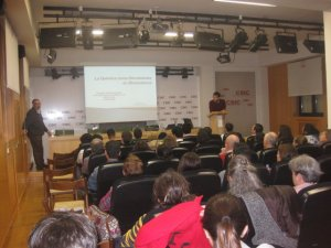 Un momento de la conferencia. Suministrada por Bernardo Herradón