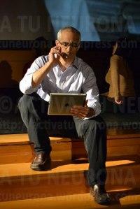 Miguel Alejandro Fernández. (director/actor), en un momento de la representación. Credit. Activtuneurona