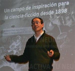 Ricardo Hueso al principio de su conferencia. Credit: Activatuneurona