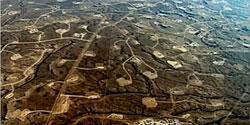 Campo de pozos de extracción de gas por Fracking