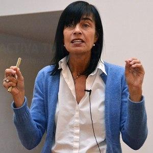 Mara Dierssen en un momento de la conferencia. Credit: Activatuneurona