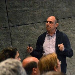 Javier Meana durante la conferencia. Credit: Activatuneuona.