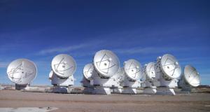 El Conjunto Compacto de Atacama (ACA, en su sigla en inglés) es un subsistema de 16 antenas de ALMA. Credit: (ESO/NAOJ/NRAO)