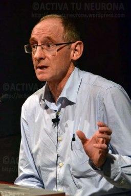 Juan Luis Mañes en un momento de la conferencia. Credit: ACTIVATUNEURONA