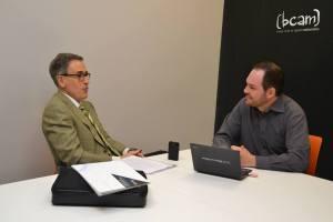 Jesús Sanz-Serna conversando con Javier San Martín en la sdede BCAM. Foto: Izaskun Lekuona