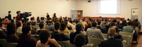 La sala de conferencias del Bizkaia Aretoa repleta de asistentes. Foto: Izaskun Lekuona