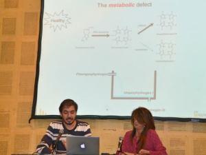 Oscar Milet y Fide Mirón durante la conferencia en el Café Eureka (Hika Ateneo) de Bilbao. Foto: Izaskun Lekuona