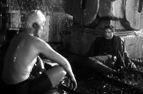 Rutger Hauer, como Roy Batty y Harrison Ford, como Rick Deckard, en Blade Runner.