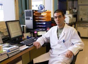 Josu López en su laboratorio de la Universidad del País Vasco. Foto: UPV/EHU