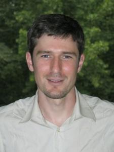 Marco Castrillón, es Licenciado en Ciencias Matemáticas, en Ciencias Físicas y Doctor en Matemáticas por la Universidad Complutense de Madrid.